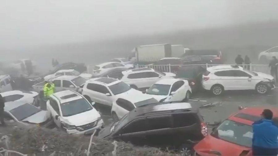 Hơn 30 ôtô va chạm với nhau vì đường băng trơn trượt tại Trung Quốc
