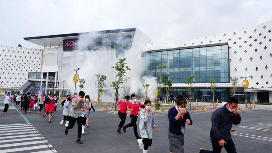 Cháy giả định ở Trung tâm thương mại AEON MALL Hà Đông, 2000 người thoát nạn