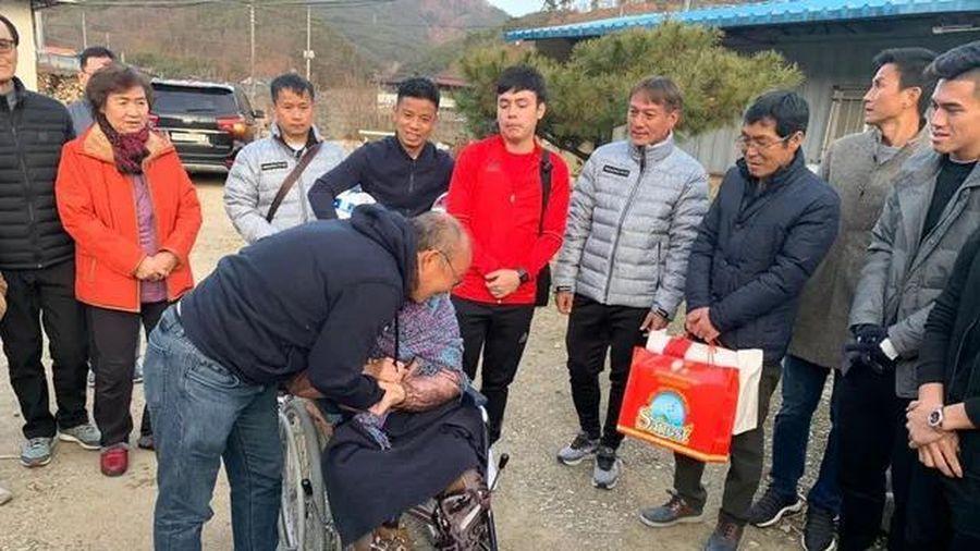 Xúc động ngày HLV Park Hang-seo về thăm mẹ tại quê nhà Hàn Quốc