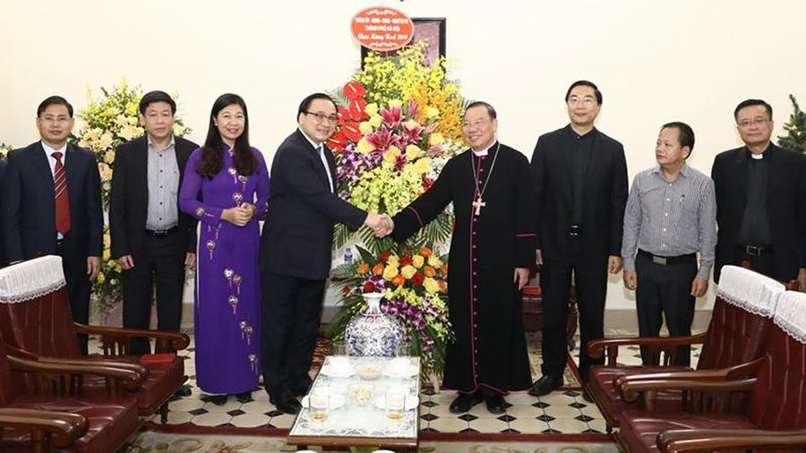 Lãnh đạo Thành phố chúc mừng Giáng sinh tại Tòa Tổng giám mục Hà Nội
