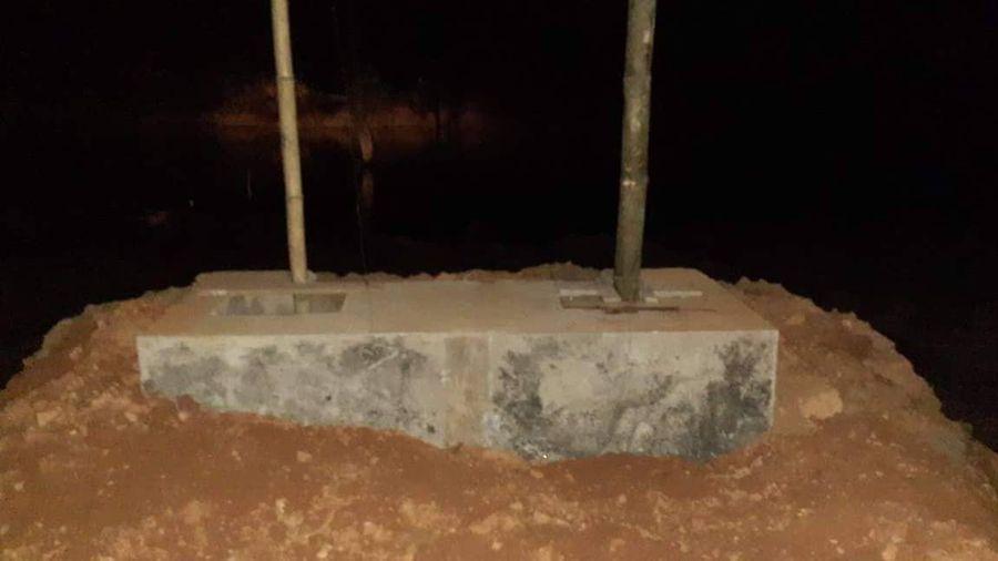 Sụt đất khi đào hố móng, 2 người tử vong