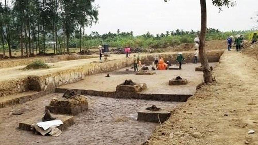 Phát hiện bãi cọc nhà Trần gần nghìn năm tuổi ở Hải Phòng
