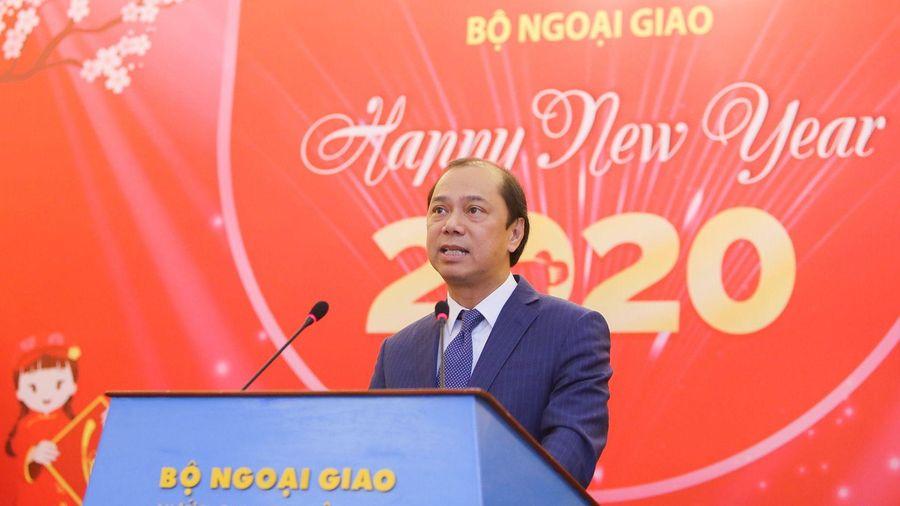 Thứ trưởng Ngoại giao Nguyễn Quốc Dũng gặp gỡ báo chí nước ngoài tại Việt Nam