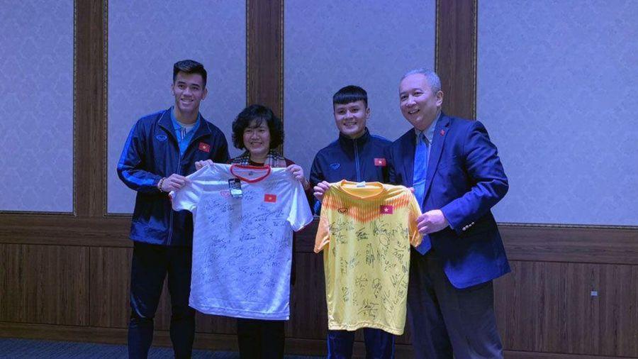 U23 Việt Nam đón Đại sứ Việt Nam tại Hàn Quốc tới thăm