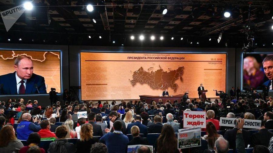 Tổng thống Nga Putin đang chủ trì cuộc họp báo 'kỷ lục'