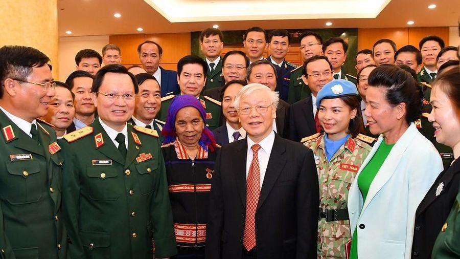 Tổng Bí thư, Chủ tịch nước gặp mặt điển hình xây dựng nền quốc phòng toàn dân
