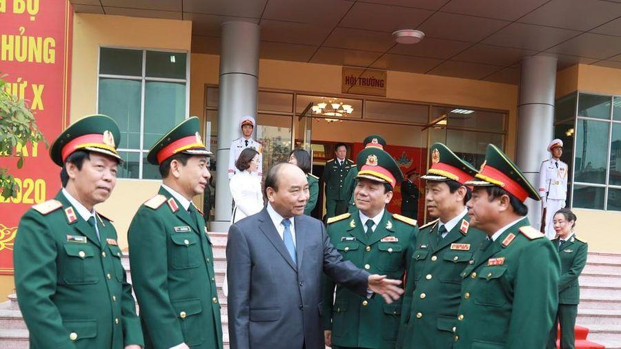 Thủ tướng Nguyễn Xuân Phúc thăm bộ đội Tăng - Thiết giáp