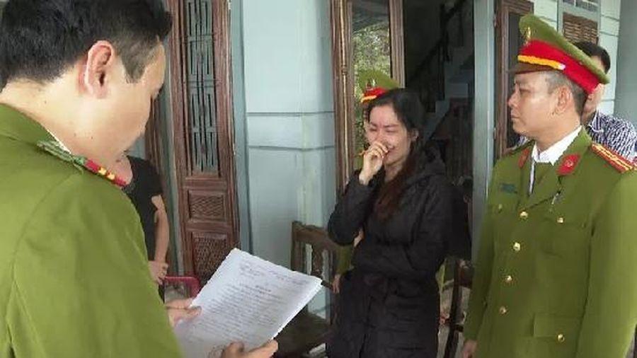 Nữ quái làm giả giấy tờ xe máy và sổ đỏ để lừa đảo