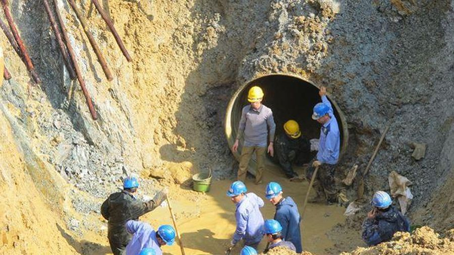 Đường ống nước sông Đà gặp sự cố, hàng vạn hộ dân Hà Nội lại mất nước từ đêm nay