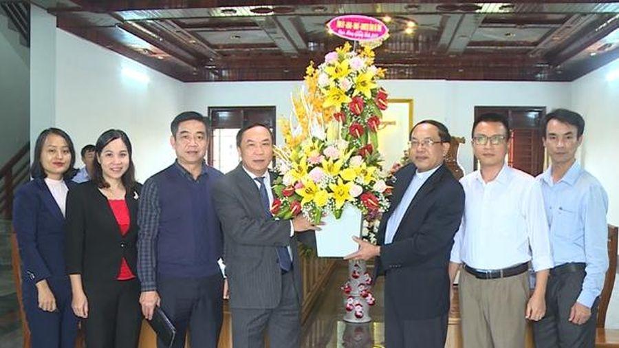 Trưởng ban Tuyên giáo Tỉnh ủy chúc mừng Giáng sinh tại Giáo hạt Can Lộc