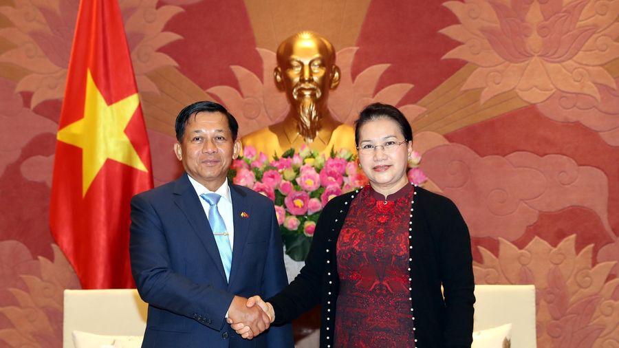 Chủ tịch Quốc hội tiếp Tổng Tư lệnh các lực lượng vũ trang Myanmar