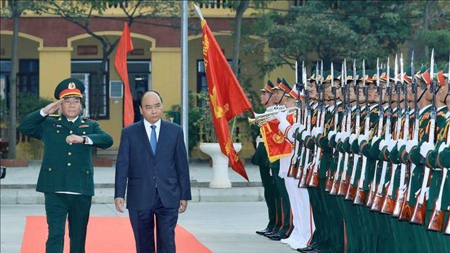 Thủ tướng Nguyễn Xuân Phúc thăm và làm việc tại Binh chủng Tăng Thiết giáp