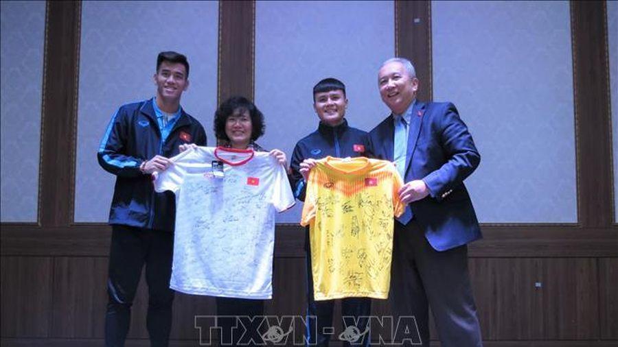 Đại sứ Việt Nam tại Hàn Quốc thăm hỏi động viên đội tuyển U23