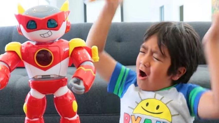 Kênh review đồ chơi trẻ em của cậu bé 8 tuổi này có thu nhập cao kỷ lục trên YouTube