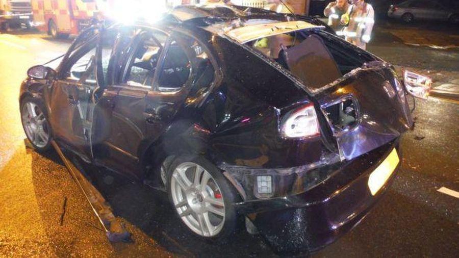 Một chiếc xe hơi bị nổ tung vì người lái xe sử dụng nước xịt thơm quá mức