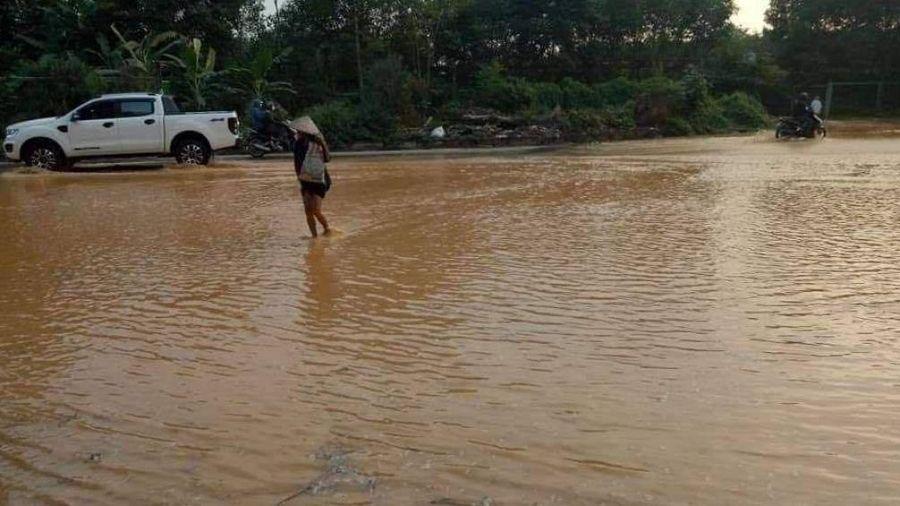 Sông Đà lại ngừng cấp nước sạch vì đường ống rò rỉ lần thứ 4 trong năm