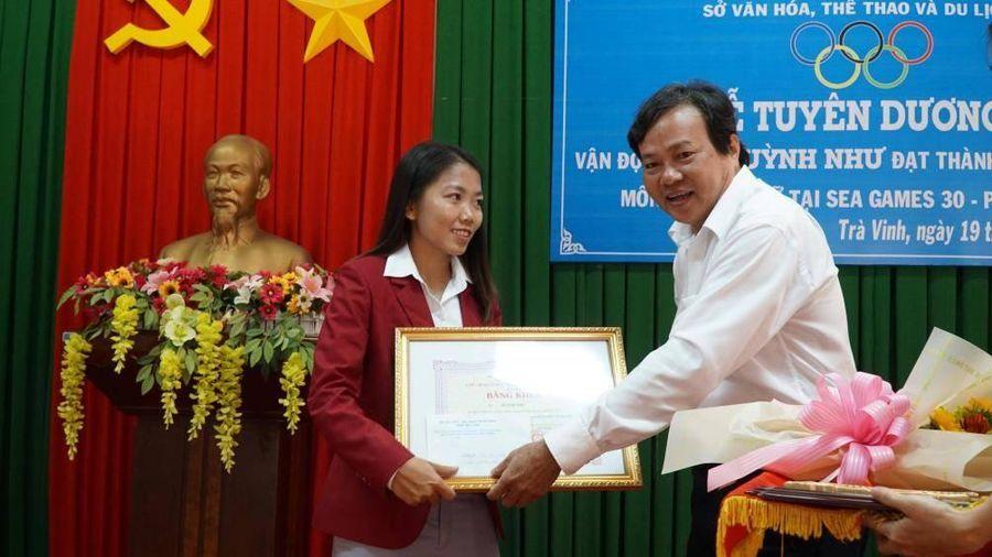 Quê nhà khen thưởng nữ tuyển thủ Huỳnh Như
