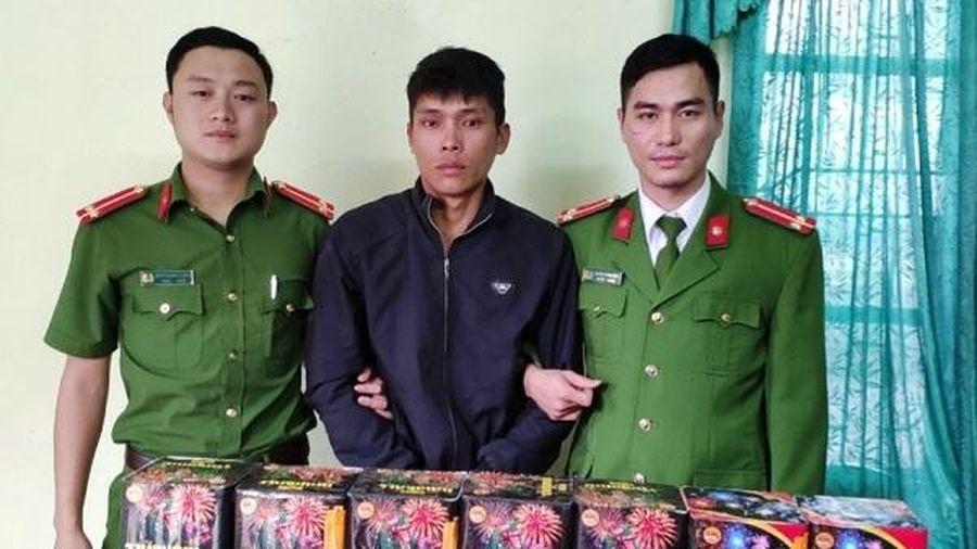 Tết sắp đến, thanh niên 9X chở 30kg pháo đi bán thì bị bắt