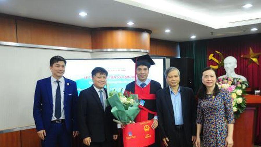 VPI trao Bằng tiến sĩ cho 2 nghiên cứu sinh đầu tiên