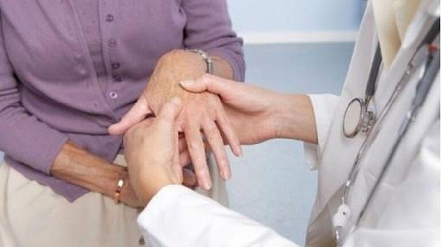 Chuyên gia khuyến cáo những điều tuyệt đối kiêng kỵ khi chữa viêm khớp dạng thấp