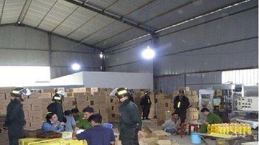 Đồng Nai: Bắt chủ cơ sở làm giả gần 1.600 thùng nước ngọt Number One bán Tết