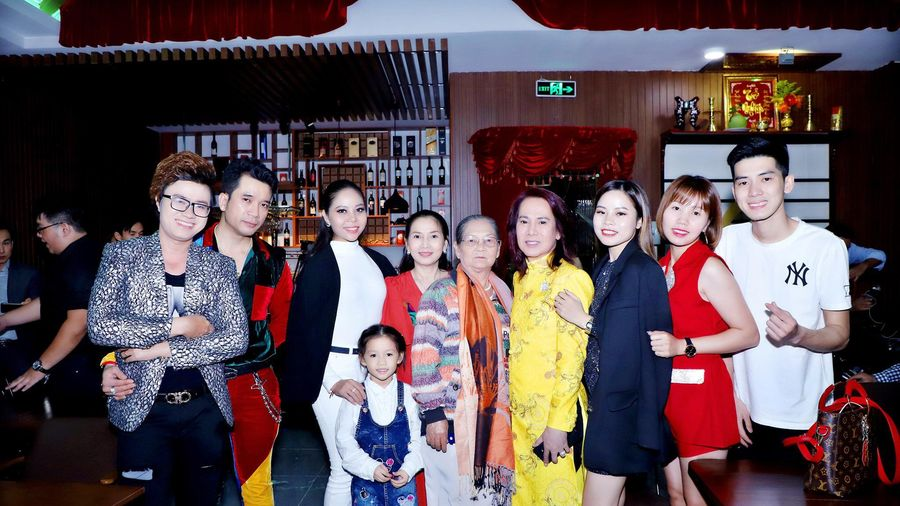 Ca Nhạc Sĩ Huỳnh Nhật Huy trong đêm yêu thương 16 tại phòng trà Vinh Tuấn