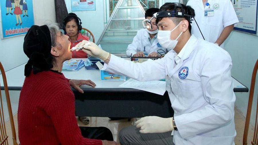Vĩnh Phúc: Hơn 170 người cao tuổi được khám bệnh, cấp thuốc miễn phí