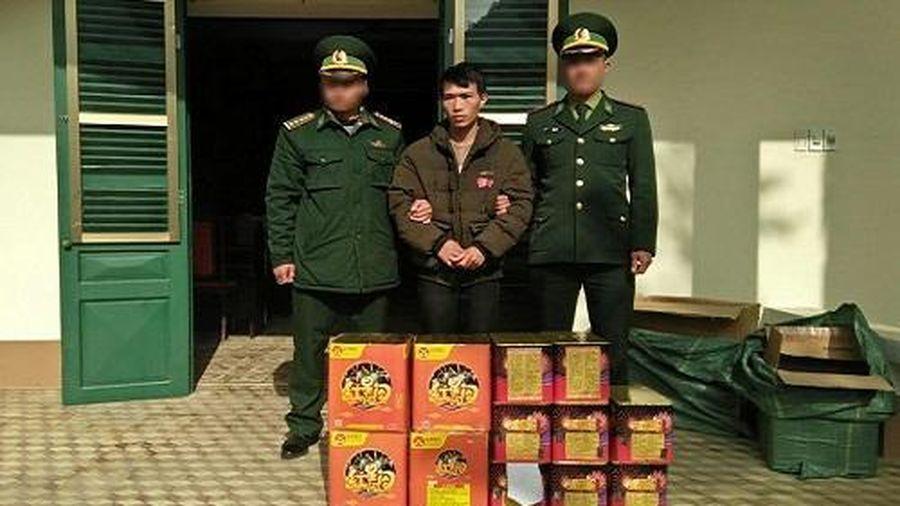 Lào Cai: Bắt đối tượng vận chuyển 54kg pháo qua biên giới