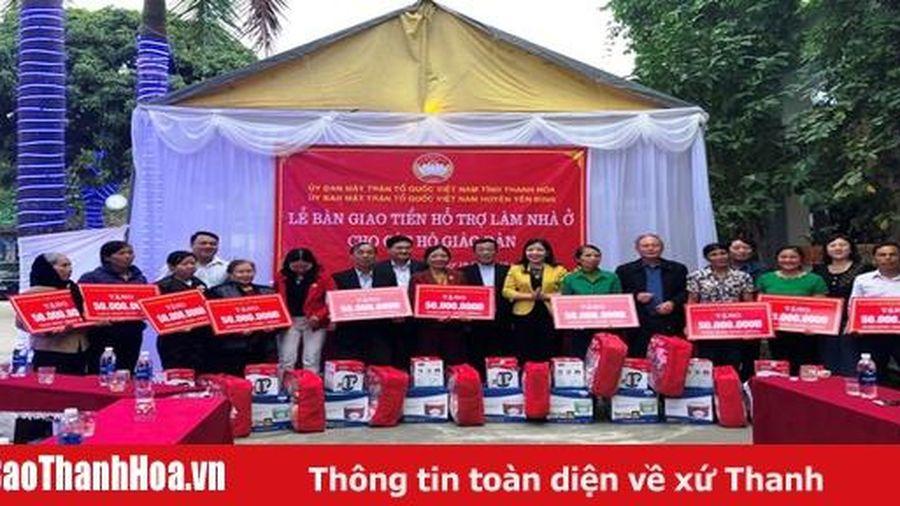 Bàn giao tiền hỗ trợ làm nhà ở cho các hộ giáo dân huyện Yên Định