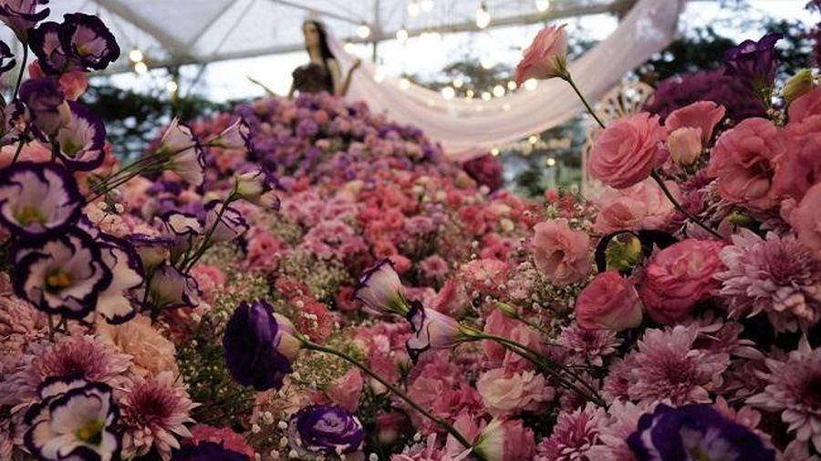 Xác lập kỷ lục váy hoa tươi lớn nhất Việt Nam