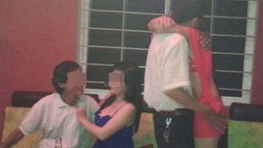 Gửi hình đi 'bia ôm' cho vợ bạn còn hát bài 'Tình anh em', nam thanh niên bị đâm chết