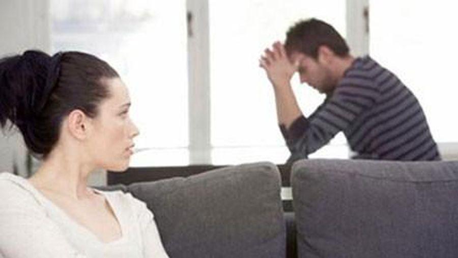 Vợ dứt khoát không bán nhà cứu bố chồng bị ung thư, chồng nghẹn đắng