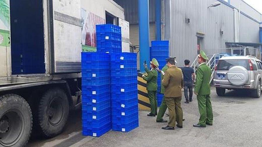 Phát hiện 2 xe container chứa thực phẩm không rõ nguồn gốc ở sân siêu thị