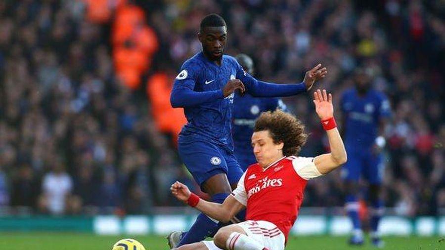David Luiz bị chỉ trích vì vào bóng thô bạo với Kante
