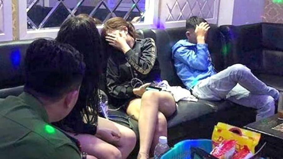 25 nam nữ phê ma túy trong quán karaoke Dubai ở TP.HCM