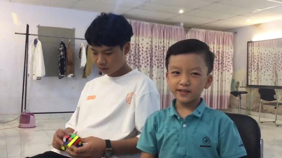 Thần đồng nhí Quang Bình ở hậu trường Siêu trí tuệ Việt Nam