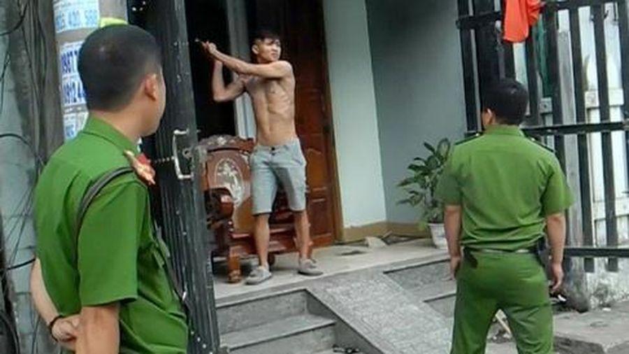 Kẻ ngáo đá ở TP.HCM chém 3 cảnh sát bị thương