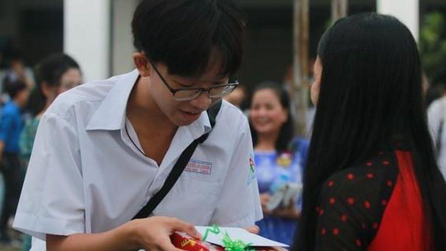 Thủ tướng Nguyễn Xuân Phúc yêu cầu 'dạy chữ' đi đôi với 'dạy người'