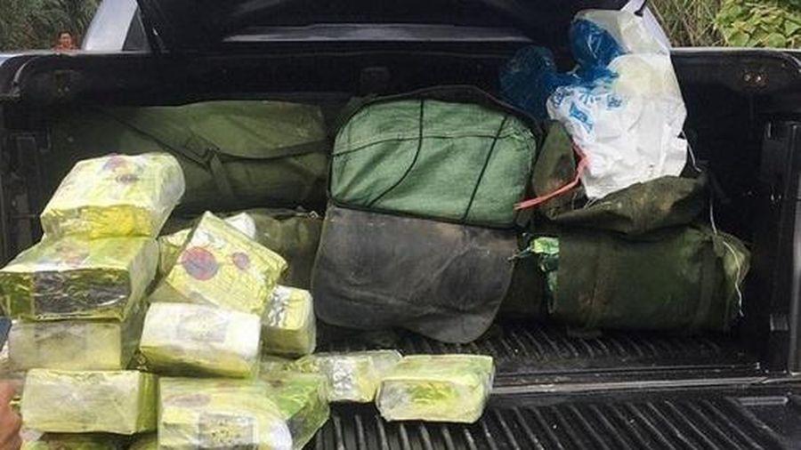 Tiết lộ danh tính 2 đối tượng bỏ lại ô tô cùng 9 bao tải ma túy, bỏ trốn vào rừng