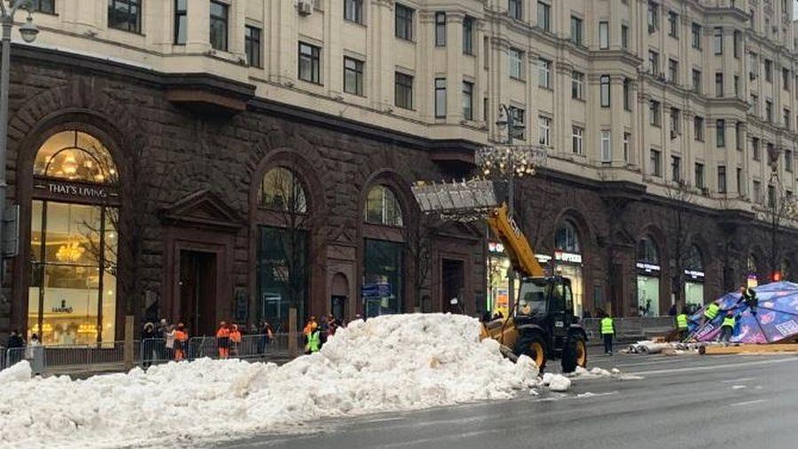 Nga đối mặt với tháng 12 ấm áp nhất trong vòng 133 năm, phải dùng tuyết giả đón năm mới