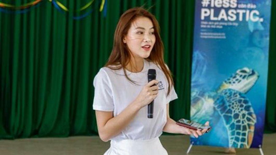 Sau khi trao lại vương miện, Phương Khánh vẫn tích cực hoạt động vì môi trường