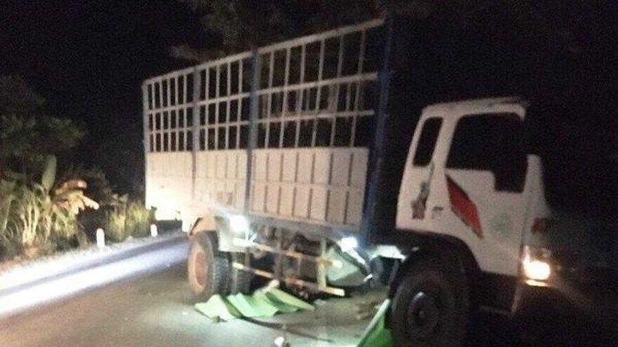 Xe tải đâm 2 xe máy, 3 thanh niên tử vong