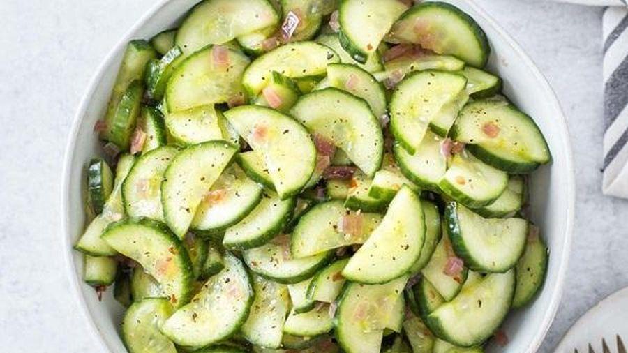 Chẳng cần xào nấu nhiều, chỉ cần làm món salad dưa leo này ăn cũng đủ ngon miệng rồi