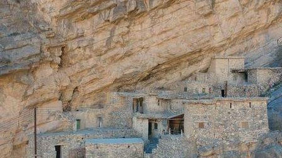 Ngôi làng trên vách núi hiểm trở, khách quốc tế bị cấm tới tham quan
