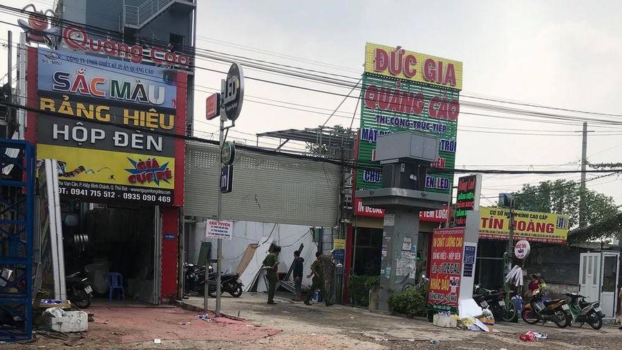 Cảnh sát nổ súng khống chế tên ngáo đá đánh đập vợ con dã man ở Sài Gòn