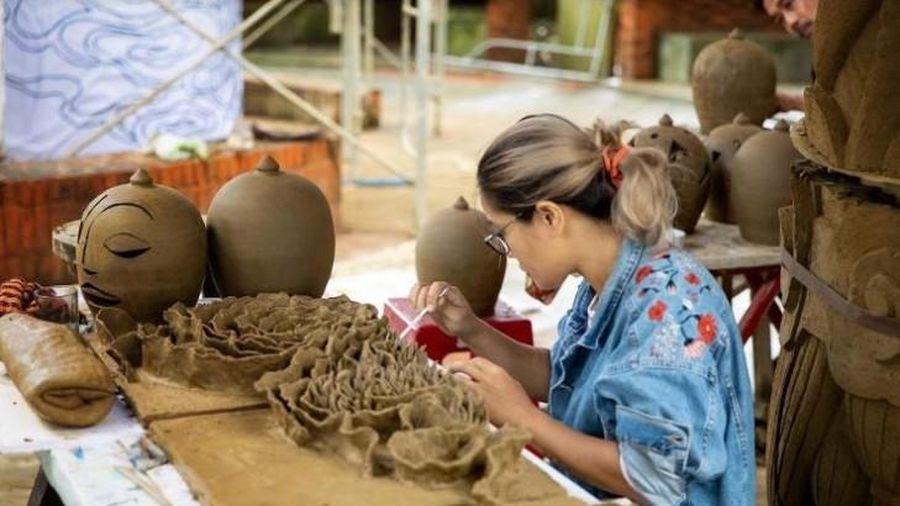 Triển lãm 'Gốm và Màu' sáng tạo trên lùng binh, mang đầy cảm xúc về vùng đất Quảng Nam