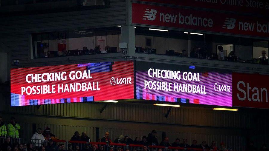 VAR giúp Liverpool giành chiến thắng, bỏ xa 'phần còn lại' 13 điểm