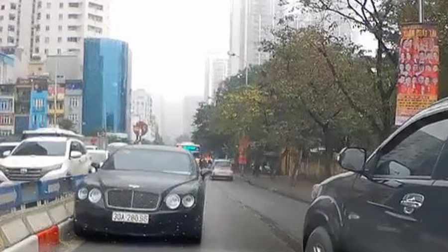 Danh tính tài xế lái 'siêu xe' Bentley ngang nhiên chạy ngược chiều trên phố Hà Nội