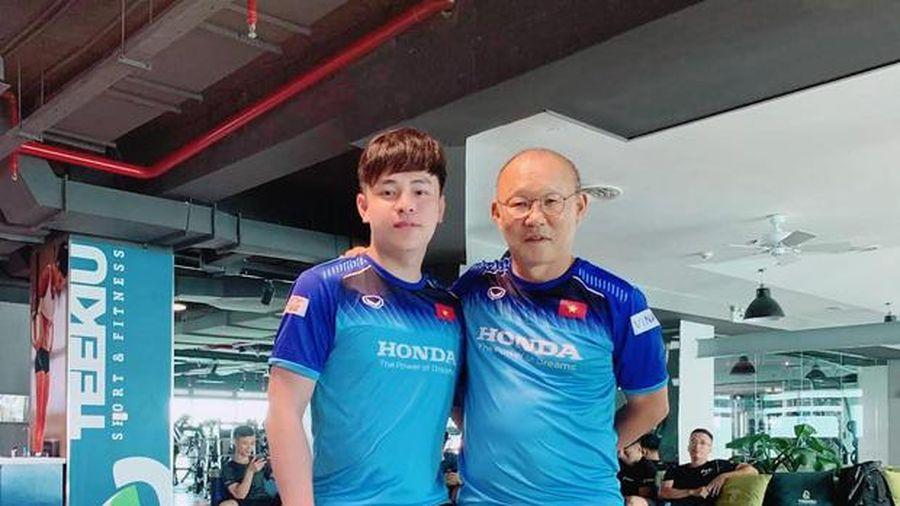 Trợ lý ngôn ngữ mới HLV Park Hang SEO: 9X đẹp trai và profile 'khủng', thành thạo 4 thứ tiếng