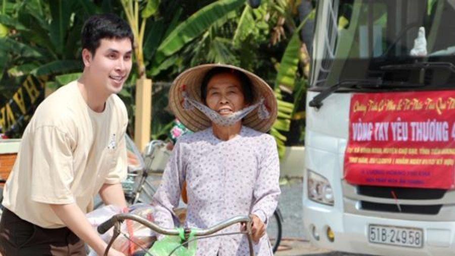Hội Pháp Hoa cùng Hoàng Phi Kha mang Tết sớm đến người nghèo ở Tiền Giang